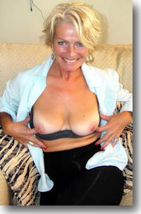 Mature Gramma SEX .... mmmm mmmm good!